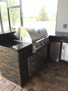outdoor kitchen - Orlando Pavers and Pergolas