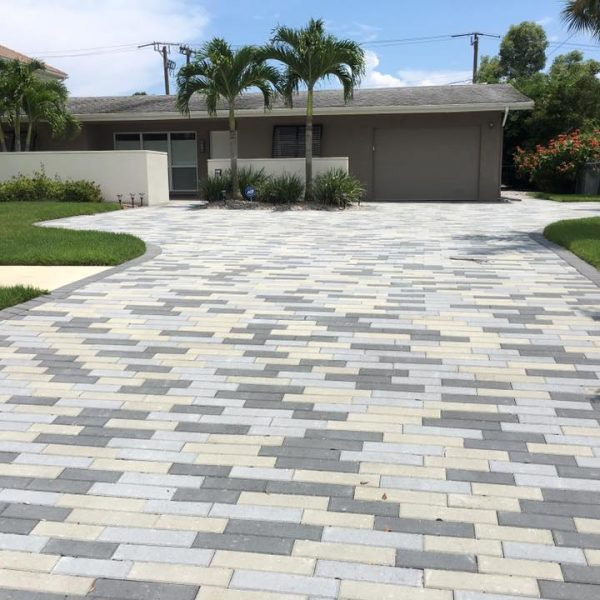 beautiful stone paved driveway in florida